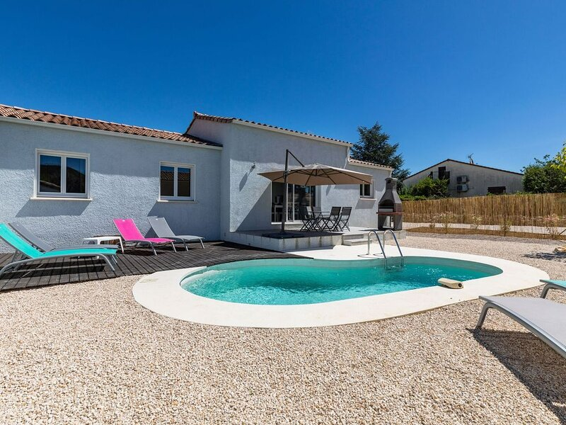 Idyllic Villa in Vallon-Pont-d'Arc near Ardeche River, location de vacances à Vallon-Pont-d'Arc
