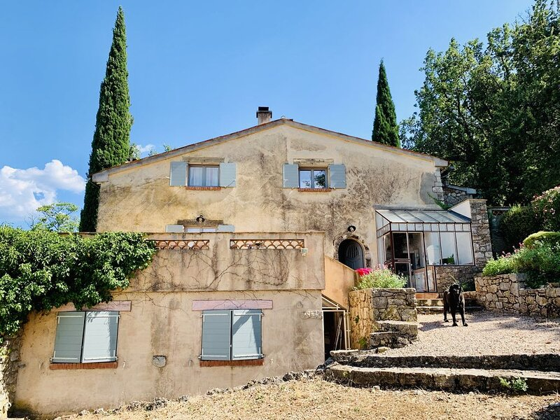 Maison Provençale au milieu des vignes avec piscine et tennis privés, location de vacances à Draguignan