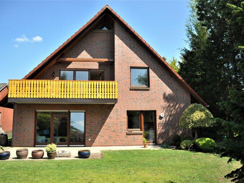 Haus im Grünen, OG mit Loggia in der Nähe des Badesees in Stickhausen, holiday rental in Westoverledingen