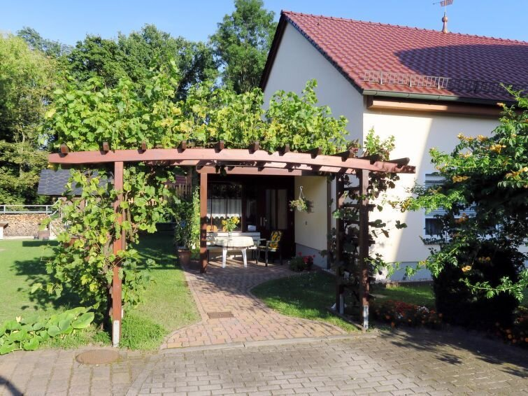 Ferienwohnung Am Burgberg (EIB100) in Eilenburg - 3 Personen, 2 Schlafzimmer, holiday rental in Trossin