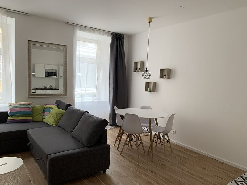 Brand new flat next to Schönbrunn castle and park, holiday rental in Purkersdorf