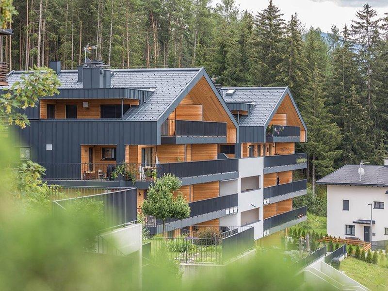 Ferienwohnung 'Kronplatz Blick' mit Bergblick auf die Dolomiten, WLAN, Balkon un, holiday rental in Riscone