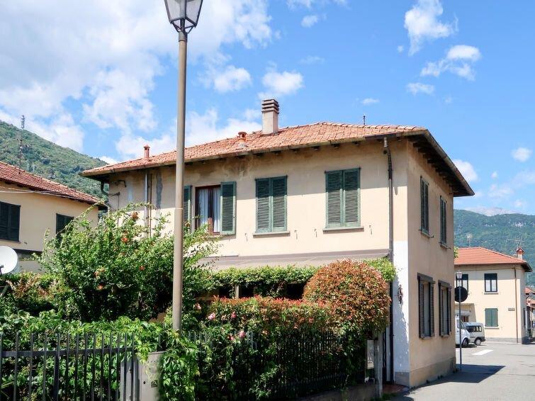 Ferienwohnung Letizia (DGO232) in Dongo - 5 Personen, 2 Schlafzimmer, vacation rental in Olgiasca