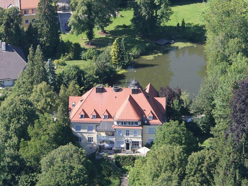 Wunderschöne 2-Zi.-Einheit Ost Schloss Mörlbach, holiday rental in Feldafing