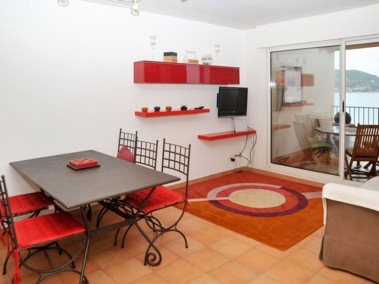 Apartment in Saint Cyr - sur - Mer, Côte d'Azur - 6 persons, 3 bedrooms, holiday rental in Les Lecques