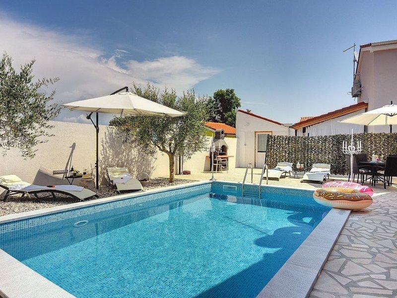 Holiday Home with private Pool, Air condition and WiFi, aluguéis de temporada em Sisan
