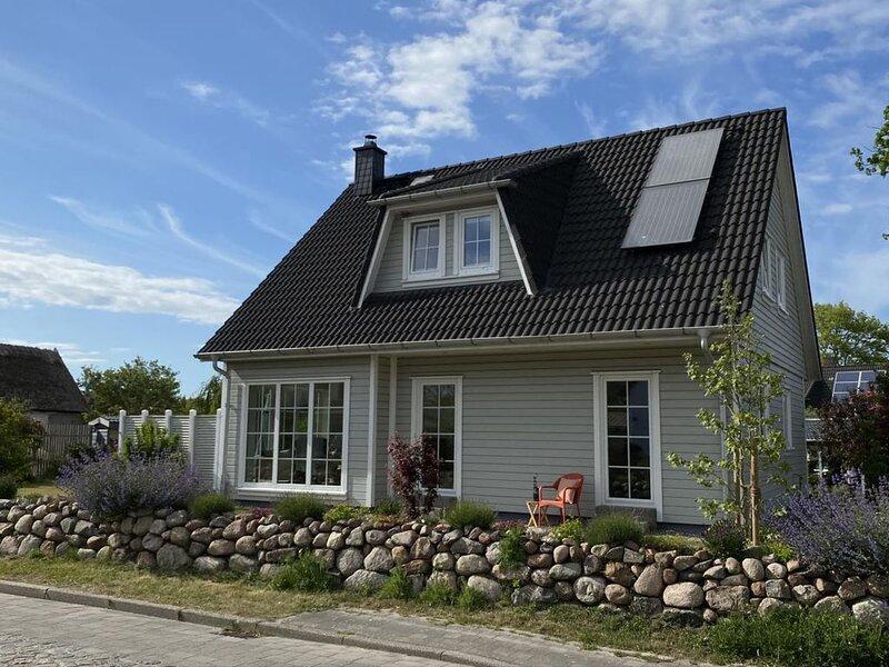 FH Hus Hygge - komfortables Ferienhaus fuer 6 Pers, grosser Garten, Terasse, Gri, vacation rental in Born