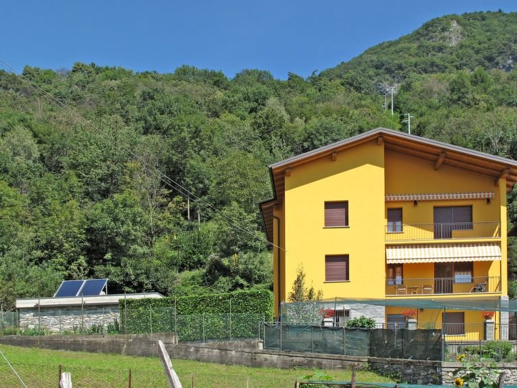 Apartment Casa Gialla  in Gravedona ed Uniti (CO), Lake Como - 5 persons, 3 bed, vacation rental in Province of Como