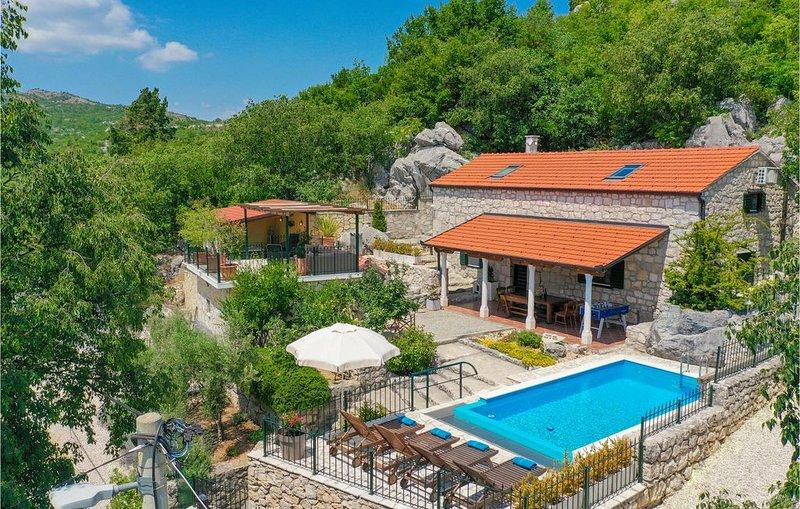 2 Zimmer Unterkunft in Orah, holiday rental in Otric-Seoci
