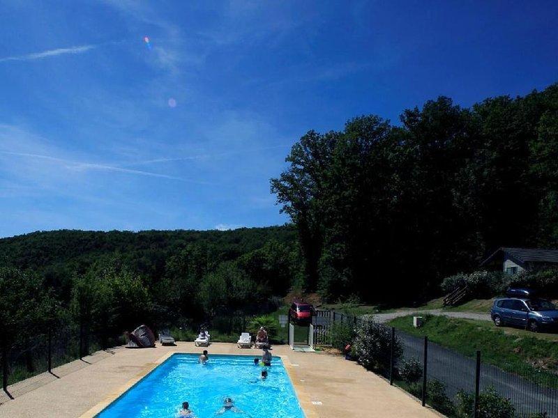 VOTRE CHALET AU PAYS VERT - 8, holiday rental in Chartrier-Ferriere