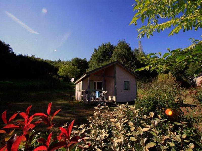 VOTRE CHALET AU PAYS VERT - 10, holiday rental in Chartrier-Ferriere