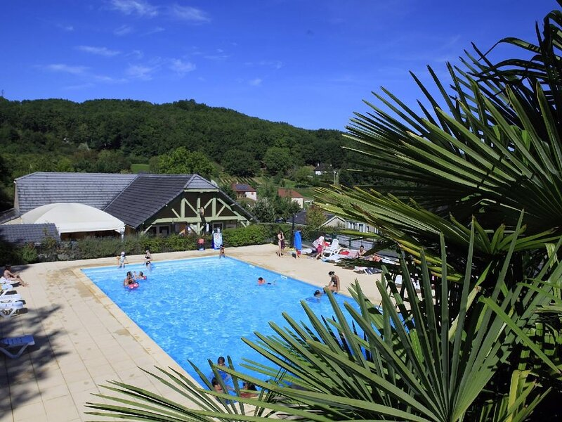 VOTRE CHALET AU PAYS VERT - 20, holiday rental in Chartrier-Ferriere