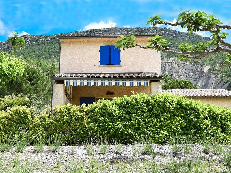 Maison familiale en Provence avec piscine, holiday rental in Eygaliers
