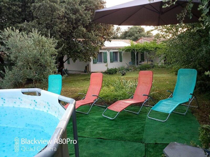villa authentique avec piscine privée, holiday rental in Malemort-du-Comtat