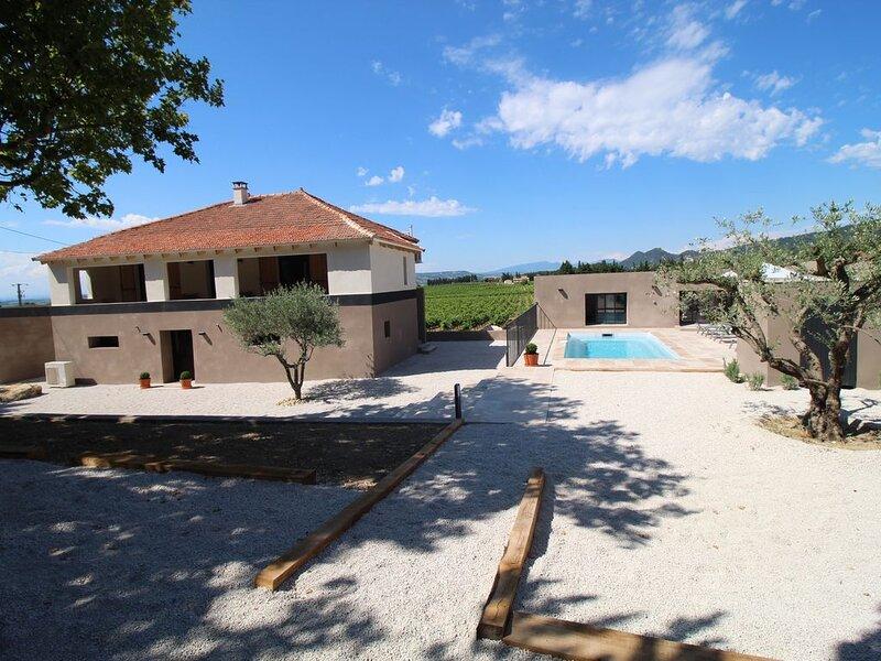 Maison viticole au milieu des vignes avec piscine et jardin, location de vacances à Violes
