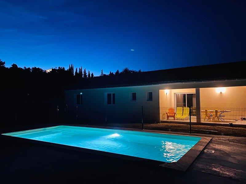 Sud Ardèche Villa neuve avec piscine 8/9 pers, holiday rental in Lagorce
