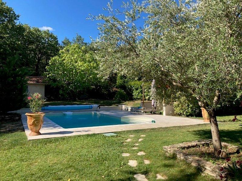 Gîte avec piscine et terrasse, location de vacances à Uchaux