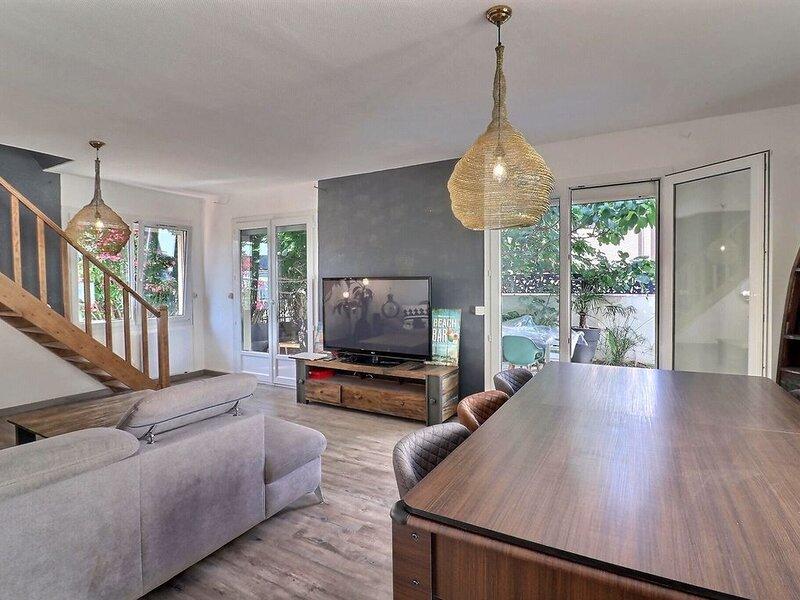 Magnifique villa 4 chambres (10 couchages) avec jacuzzi à 2 pas du centre ville, holiday rental in Valras-Plage