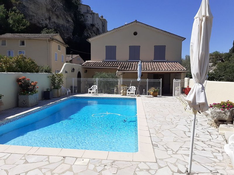 Maison indépendante av térrasse&piscine privée à VAISON LA ROMAINE(VAUCLUSE), holiday rental in Crestet