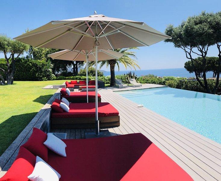 Villa golfe de Saint Tropez, vue mer d'exception, piscine chauffée, plage à pied, location de vacances à La Croix Valmer