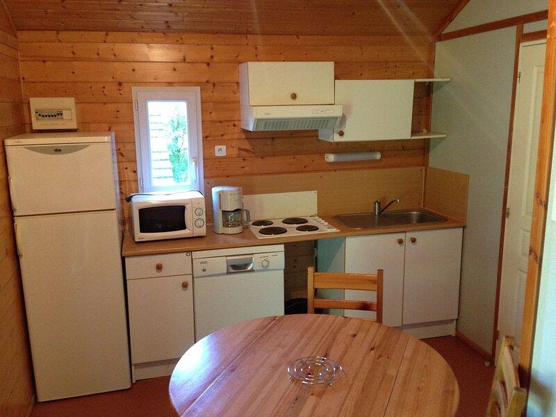 VOTRE CHALET AU PAYS VERT - 1, holiday rental in Chartrier-Ferriere
