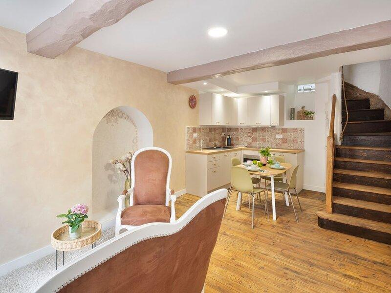 LA BELLE A COLOMBAGE - Maison XVIIème rénovée au coeur de Dinan, holiday rental in Dinan