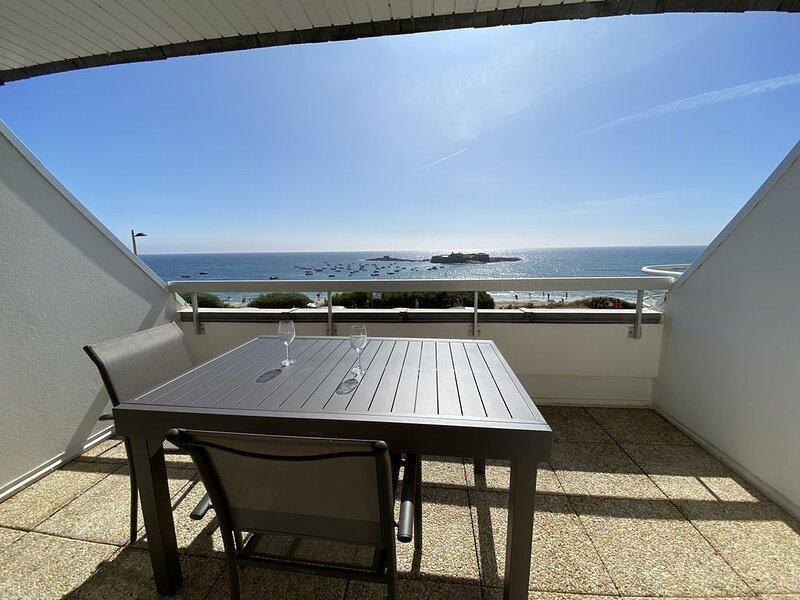 Appartement le loriot2 avec vue magnifique sur le fort bloqué à ploemeur, holiday rental in Ploemeur