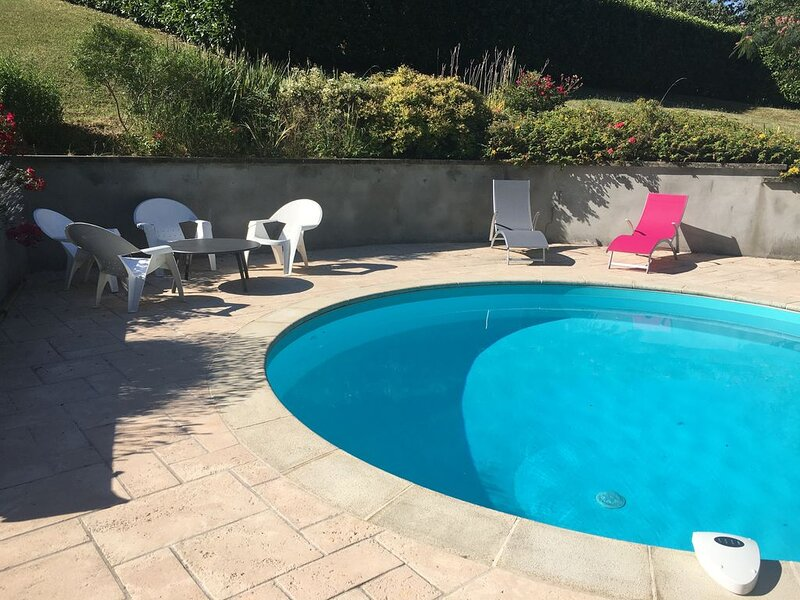 T3 neuf indépendant avec  piscine, holiday rental in Montailleur