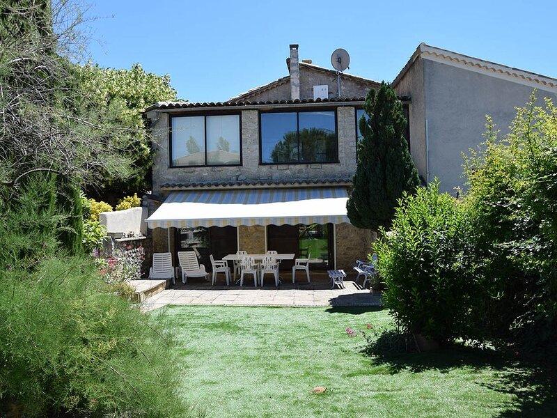 Maison familiale en drôme avec piscine, holiday rental in Eygaliers