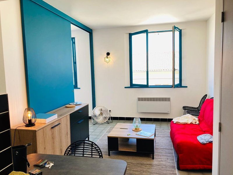 Appartement de charme - Centre historique d'Arles, vacation rental in Fourques