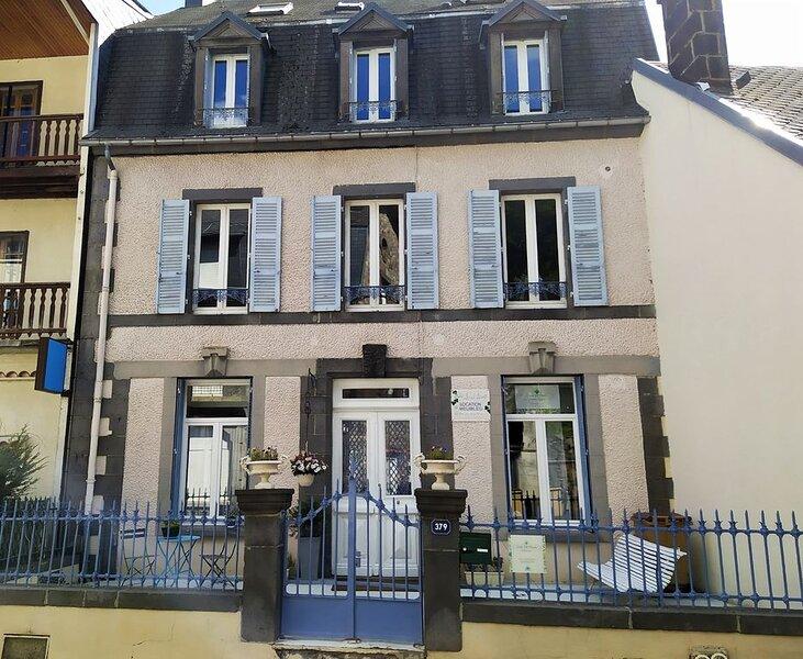 Agréable 2 pièces de 32 m2 au rdc d'une villa Belle Époque, location de vacances à La Bourboule