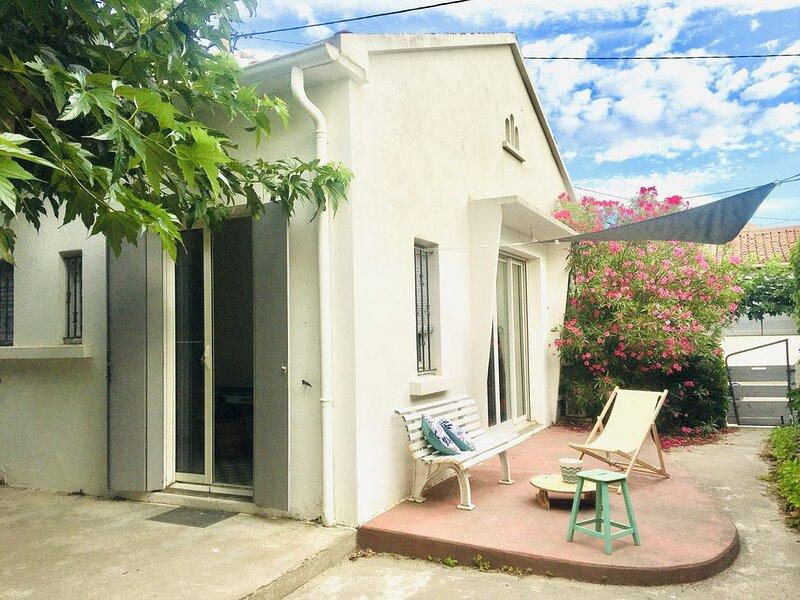 Belle maison avec jardin à 1mn de la plage, holiday rental in La Tamarissiere