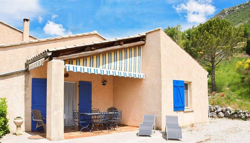 Maison familiale avec piscines à la campagne, holiday rental in Eygaliers
