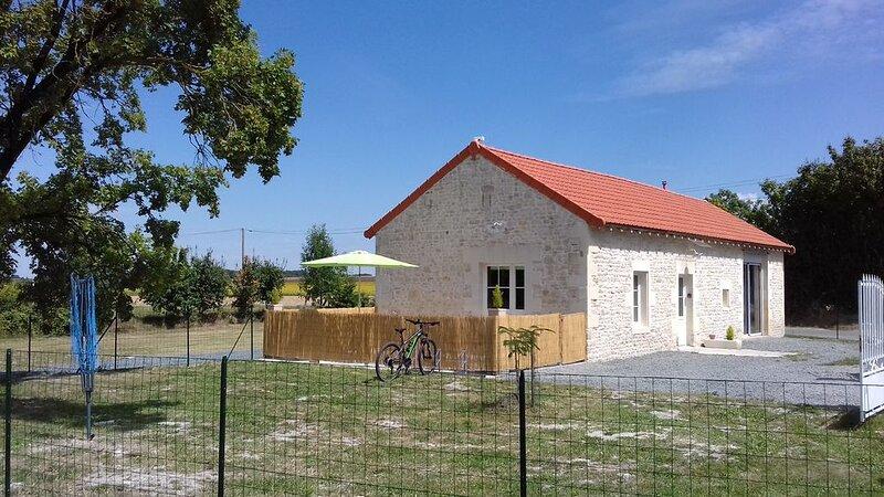 DELATOUCHE   MAISON  POUR 6 PERSONNES RIEN QUE POUR VOUS, vacation rental in Vaux-Rouillac