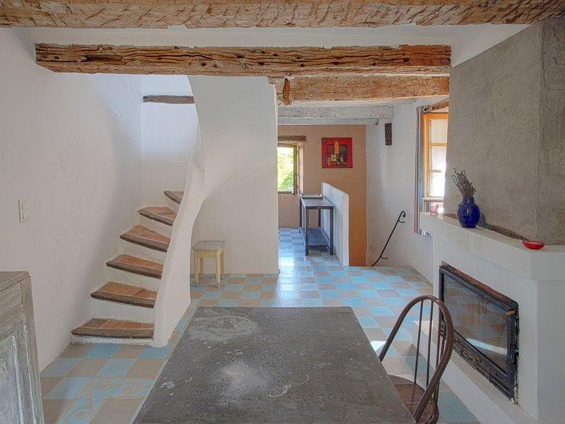 Charmante petite maison de village, charming village little house, vacation rental in Sault