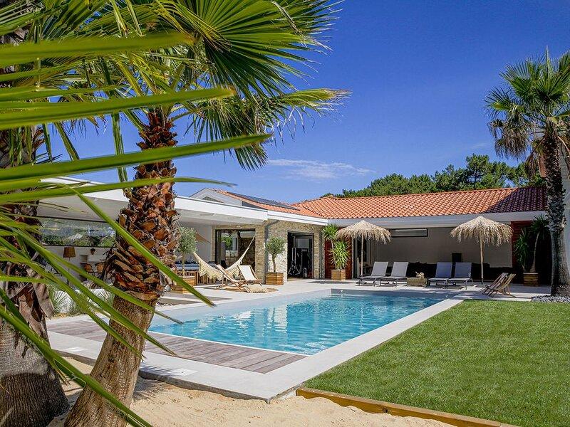 Belle et spacieuse villa à 300 mètres de la plage avec piscine et spa, location de vacances à Vieux-Boucau-les-Bains