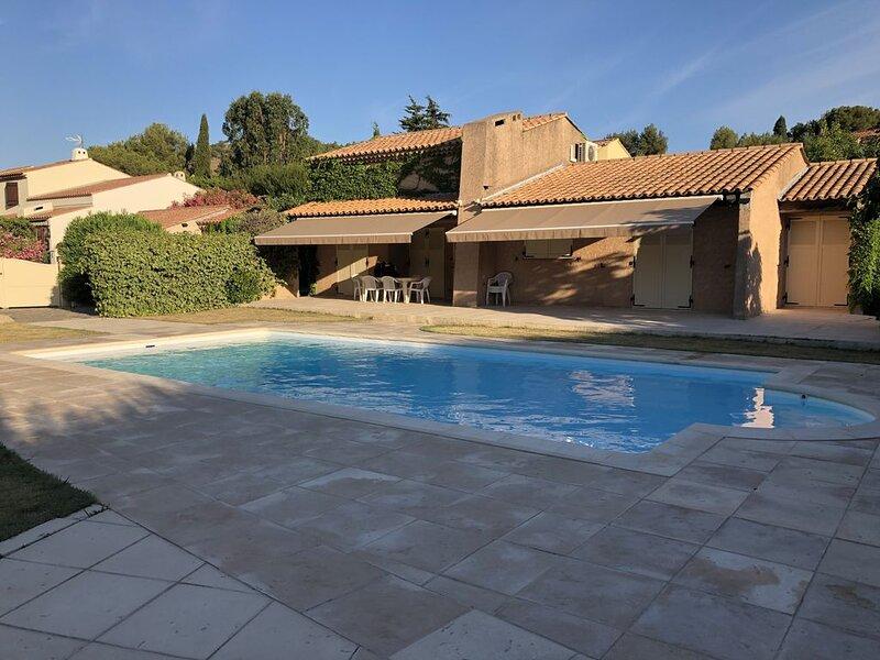 Villa avec piscine à 10 mn à pied de la plage, location de vacances à Cap Benat