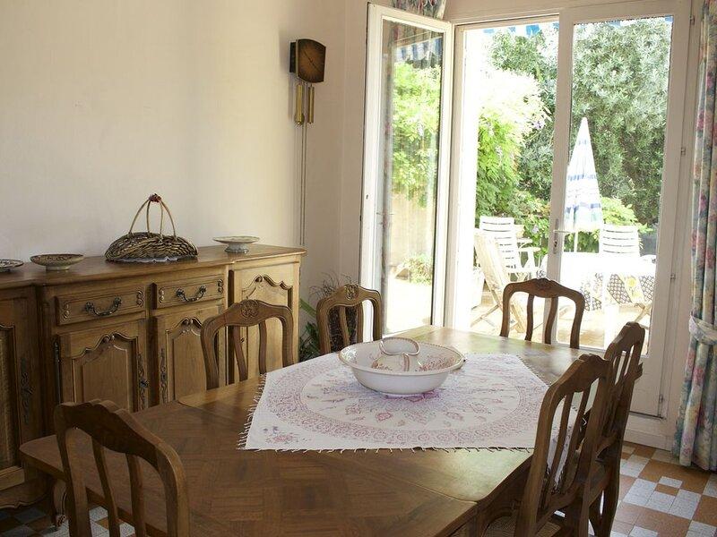 Agréable maison de ville pour visiter Carcassonne et alentours, holiday rental in Villegailhenc