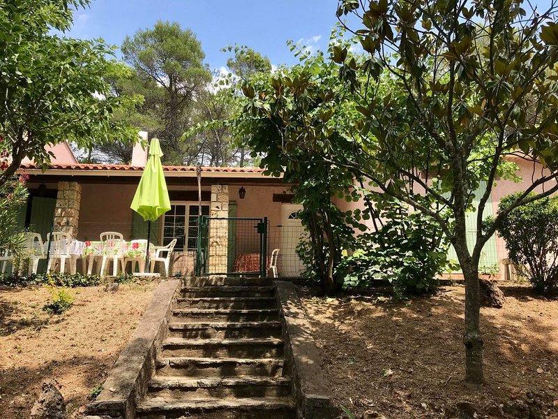 Une maison familiale au cœur d'une pinède de 5000m2, location de vacances à Taradeau