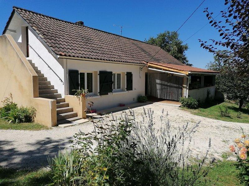 Maison à la campagne avec jardin clos, vacation rental in Marcillac-Saint-Quentin
