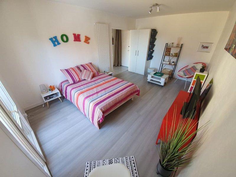 T1 bis cosy, à proximité de la ville, de la campagne et de toutes commodités, vacation rental in Onet-le-Chateau