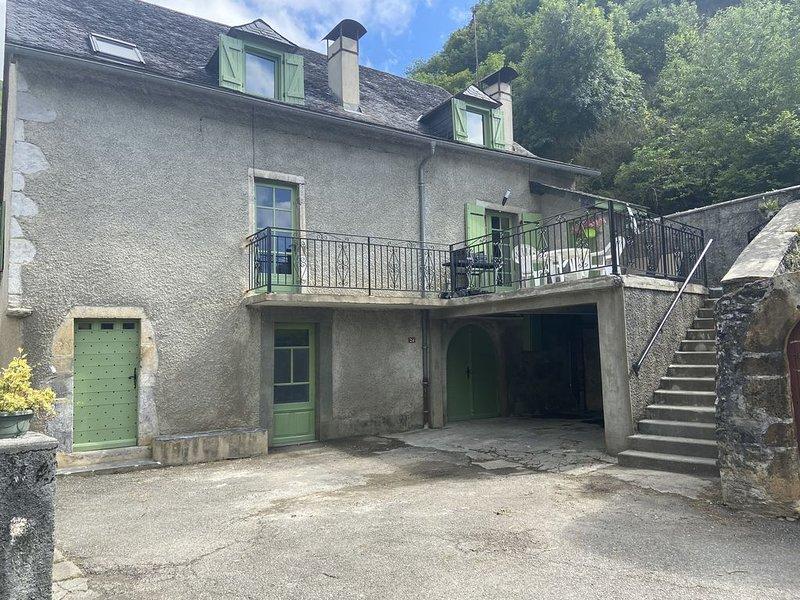 Nouveau grande maison rénovée en 2020 Vallée d aspe  Osse en aspe Pyrénées, holiday rental in Accous