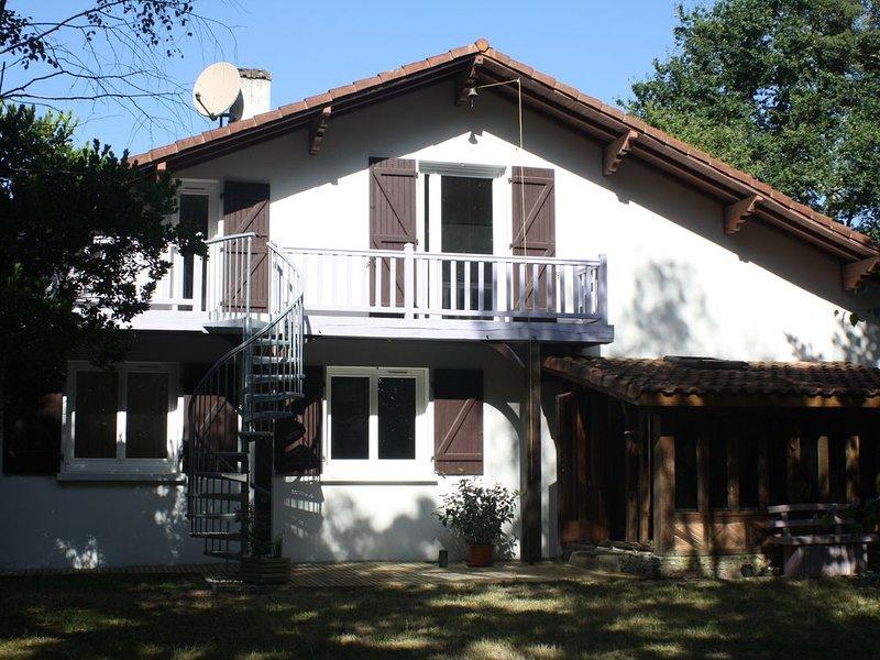T2 au sein d'un hectare piscine, balcon et jeux ext / base de loisirs, voie vélo, casa vacanza a Mont-de-Marsan