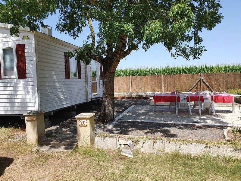 Mobil Home à Meschers avec piscine proche de Royan, vacation rental in Meschers-sur-Gironde