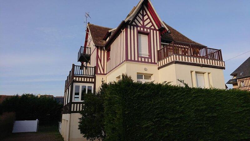 Appartement cosy à 2 minutes de la mer, location de vacances à Cabourg