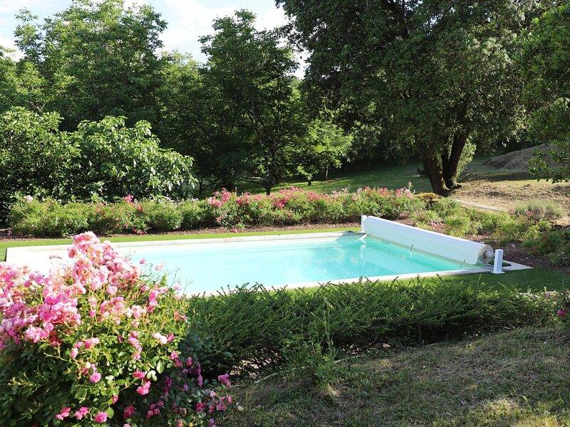 Havre de paix en plein cœur du Périgord Noir. Maison de caractère, avec piscine., aluguéis de temporada em Grolejac