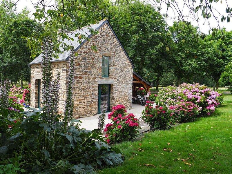 Joli cottage pour 2 pers dans un ancien fournil - en Baie de Mont Saint Michel, location de vacances à Dol-de-Bretagne