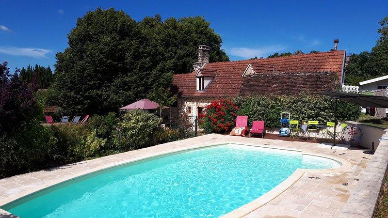 Gîte entre Lot et Corrèze (ancien corps de ferme du XVIIIè siècle), holiday rental in Cressensac