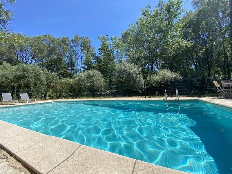Petite Bergerie du Bouillidou (2 chambres) avec piscine, location de vacances à Cotignac