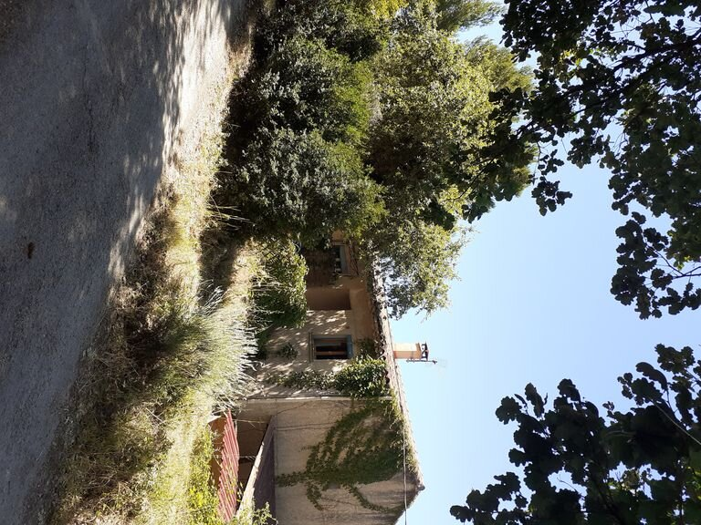 Apartment 'Lavender' in the heart of the Luberon, in the countryside, holiday rental in Buoux